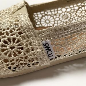 Classic Lace Toms